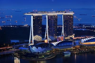 滞在中食事とドリンク付の人気リゾート「ロビンソンクラブ」に滞在するモルディブ&話題の豪華ホテルマリーナベイサンズに宿泊(アーリーチェックイン・朝食付)するシンガポール周遊8日間